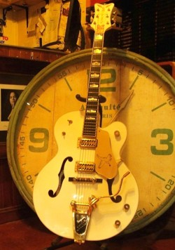 Gretsch-White-Falcon4